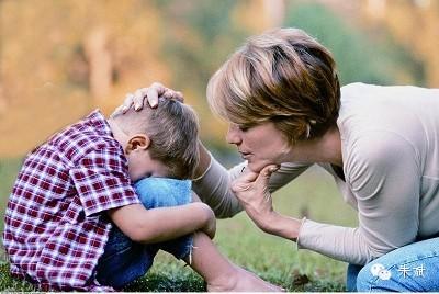 父母亲注意不要对小孩子发脾气,生气上火,不要用脾气管孩子,你一用