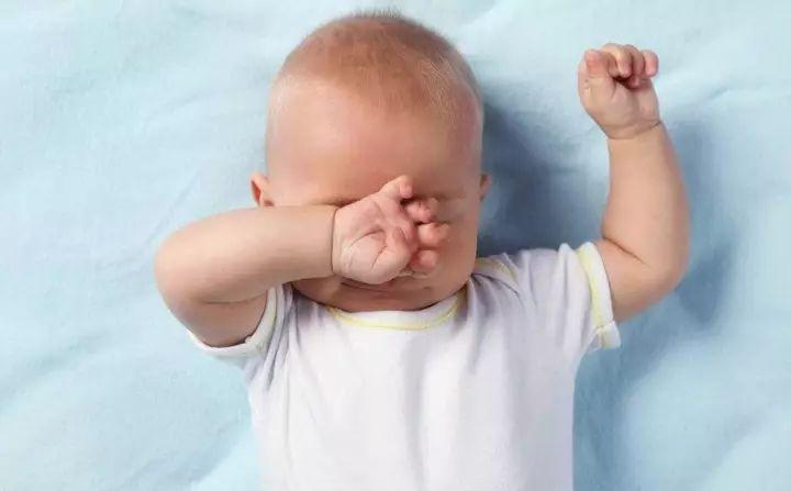 宝宝频繁揉眼睛,6个不可忽视的原因!
