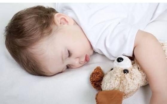 刚出生宝宝睡眠时间长,请勿打扰
