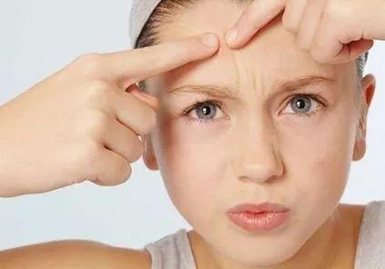 海鲜等这些发物,并且患者本身过敏性食物也应避免接触.
