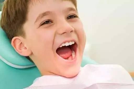 有效的保护牙齿的方法,我国牙防组织也向全国小朋友推荐了这种新方法.